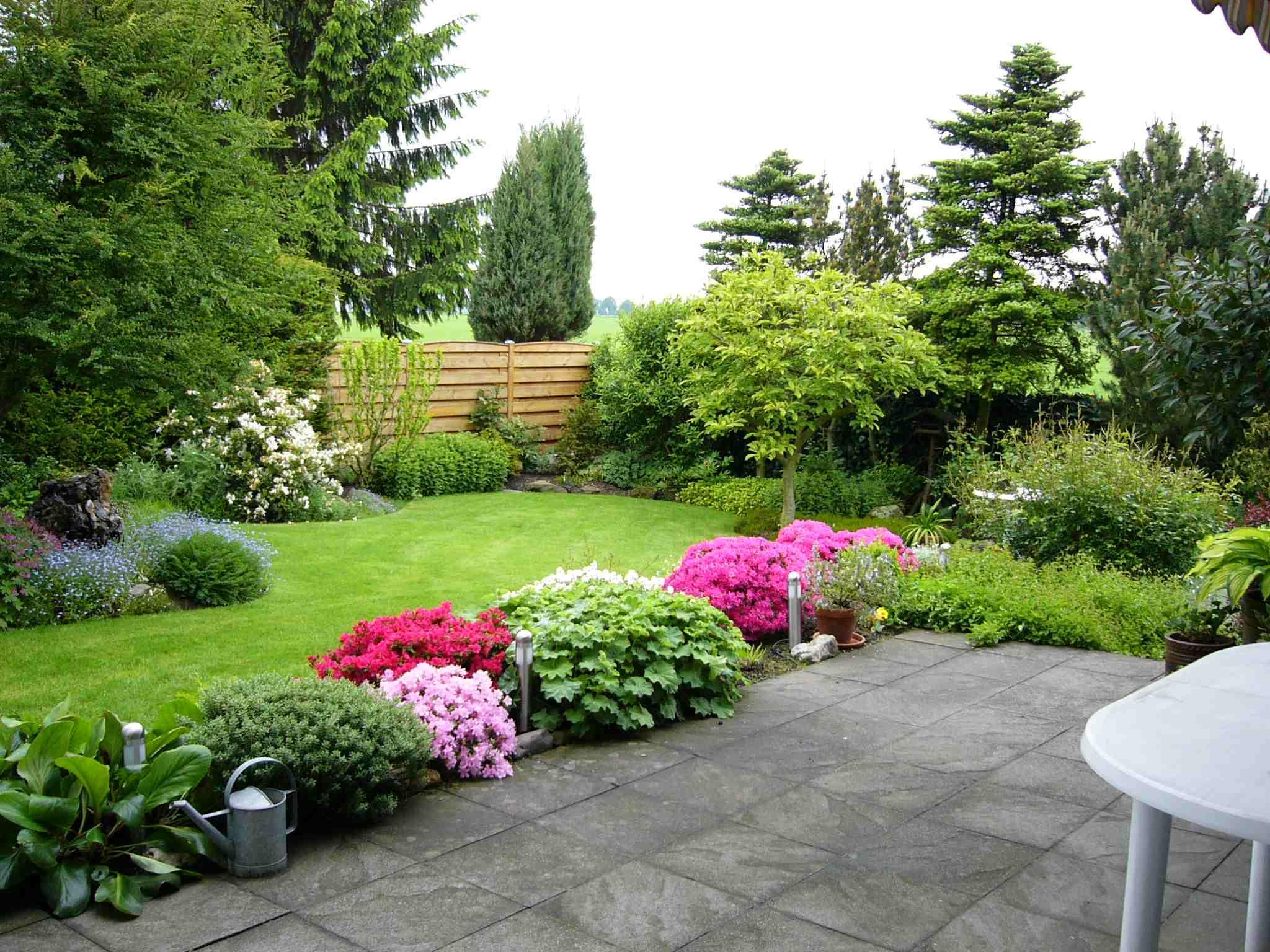 Дизайн газонов перед домом